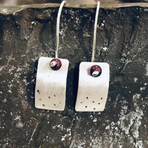 Pendientes rectangulares con granate [3]