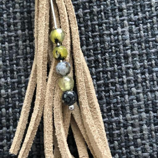 Pendientes de antelina  color visón y piedra natural verde [1]