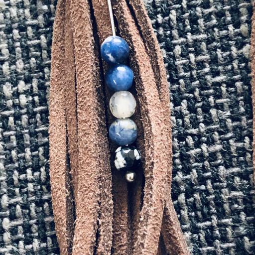 Pendientes de antelina color chocolate y piedra natural azul [1]