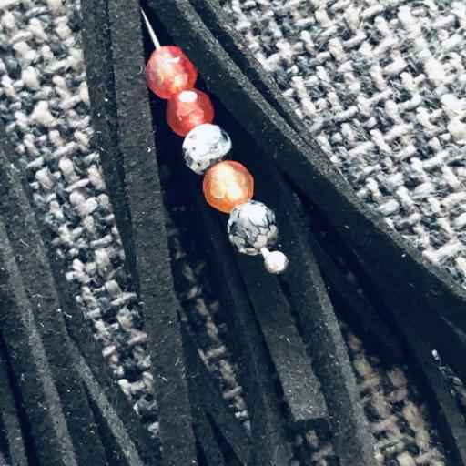 Pendientes de antelina color negro y piedra natural anaranjada [1]