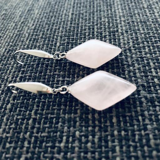 Pendientes de resina rosada y acero [2]