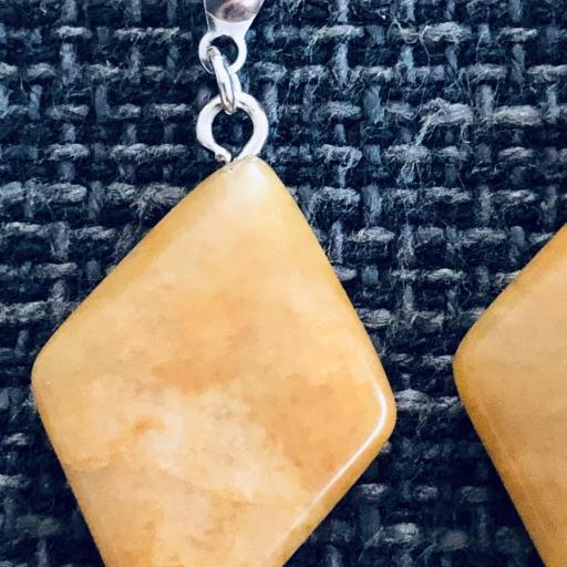 Pendientes de resina  color mostaza y acero [2]