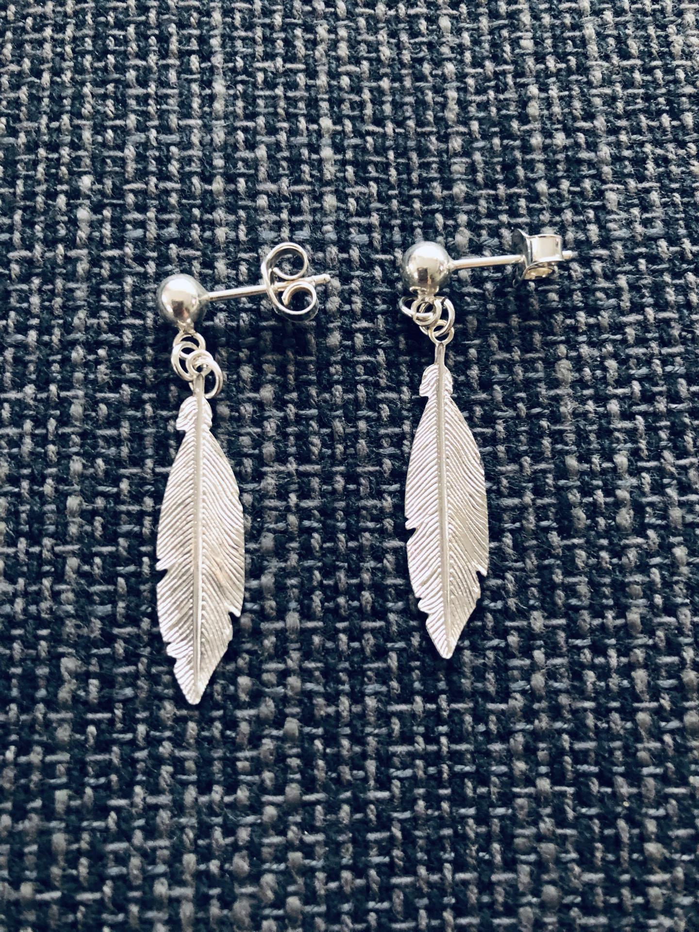 Pendientes  pluma de plata