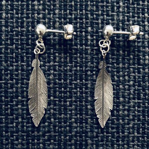 Pendientes pluma de plata oscurecida