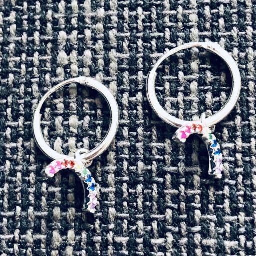 Aros con arcoiris colgante de circonitas de colores
