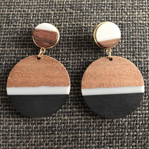 Pendientes redondos de madera en tonos negro, gris y color madera [0]