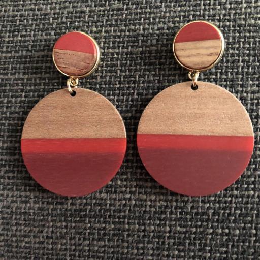 Pendientes redondos de madera en tonos granate, rojo y color madera [0]