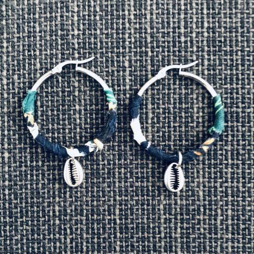 Aros plateados con tela y pieza marina [0]