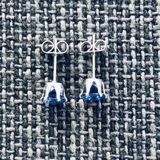 Pendientes de botón con cristal azul engarzado [1]