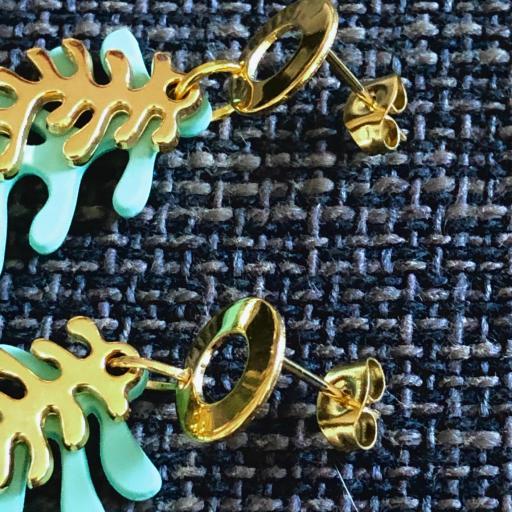 Pendientes  con forma  de coral en  color verde turquesa y dorado [1]