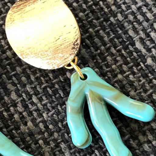 Pendientes con forma de coral en  acero dorado y  resina verde [2]