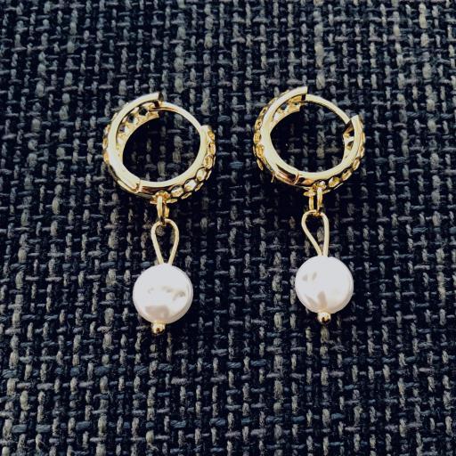 Pendientes criollas dorados y calados con perla [1]