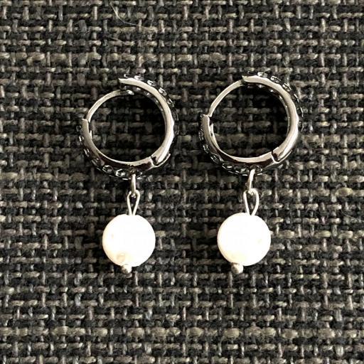 Pendientes criollas negros metalizados y calados con perla [1]