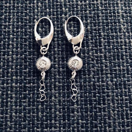 Pendientes de plata con pieza texturada , circonita y cadena de corazones [0]