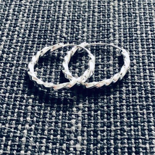 Aros crilollas retorcidos de plata de 25 mm