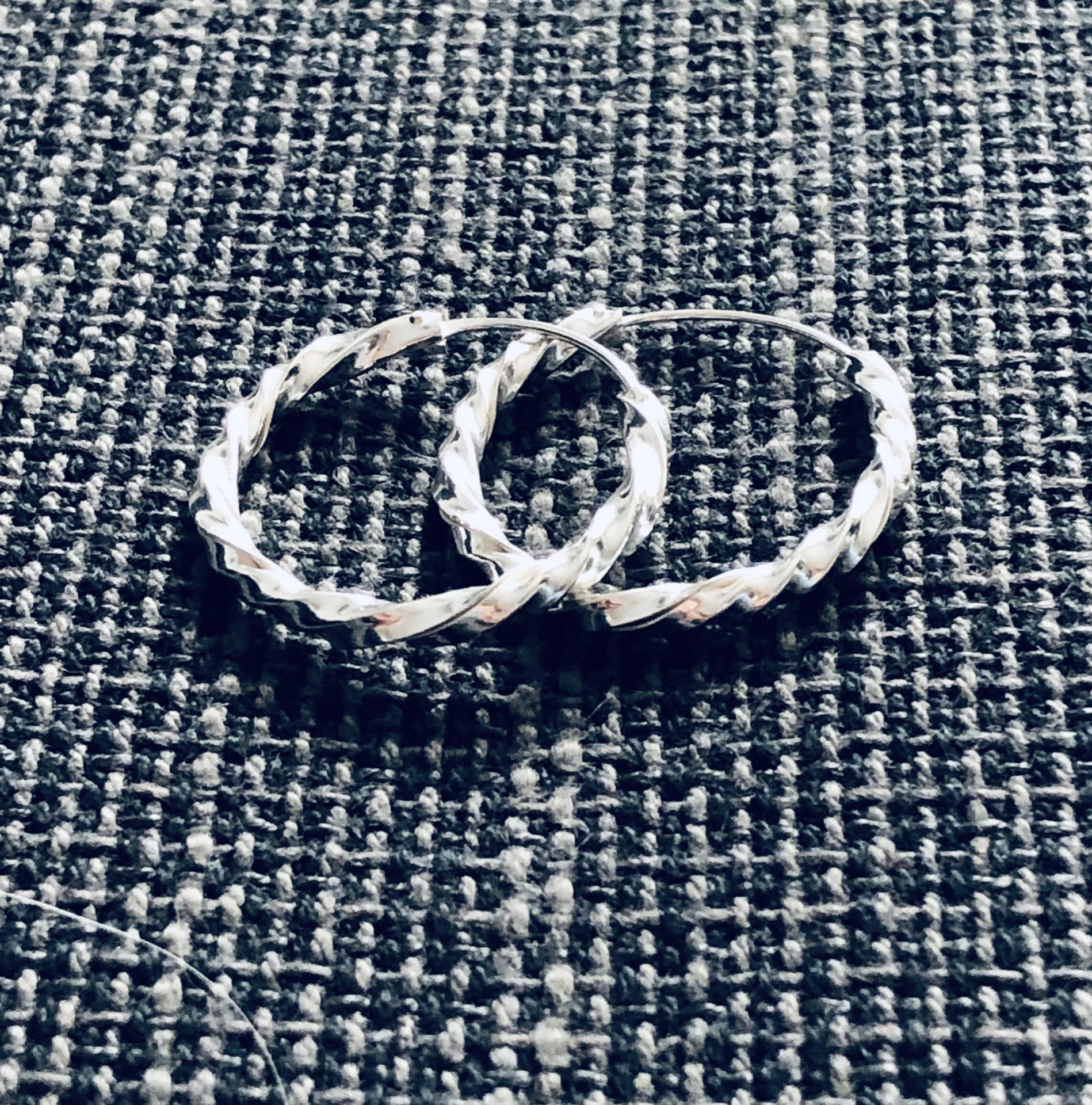 Aros crilollas retorcidos de plata de 20 mm