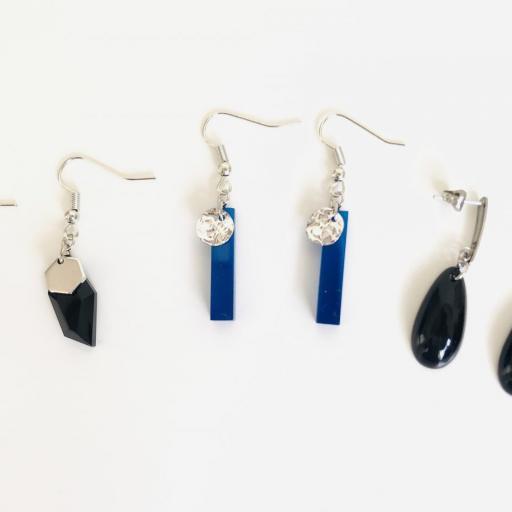 Pendientes plateados rectangulares de resina azul [3]