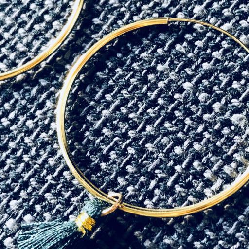 Aros de oro con borla verde [1]