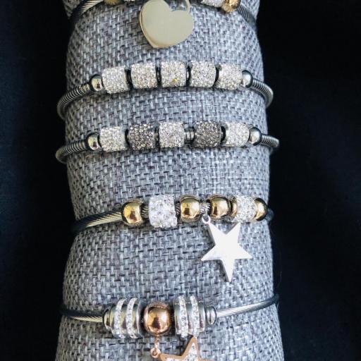 Pulsera de hilo flexible con charms grises,rosados y plateados [3]
