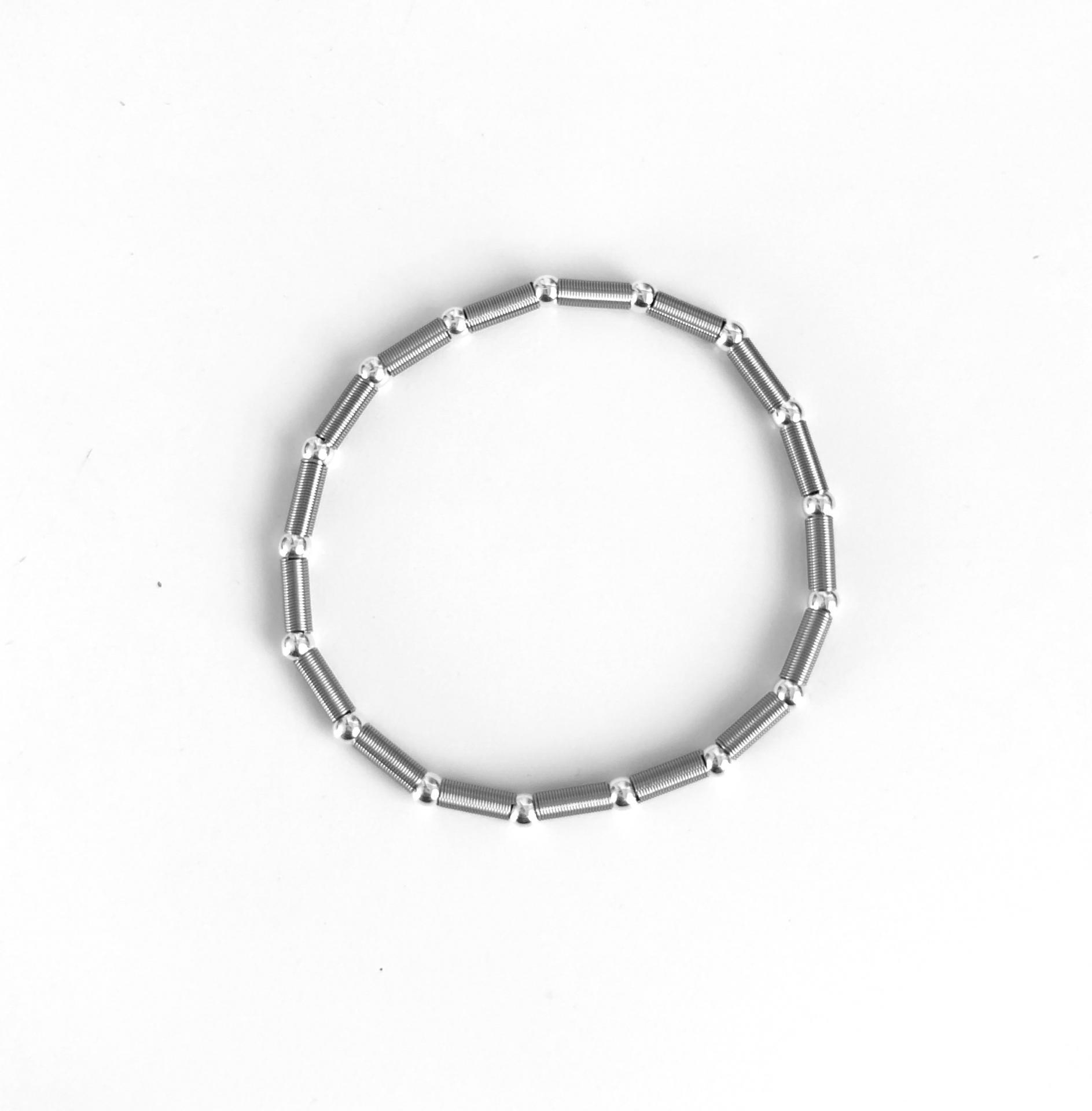 Pulsera elástica de plata  y acero con bolas bañadas de rodio