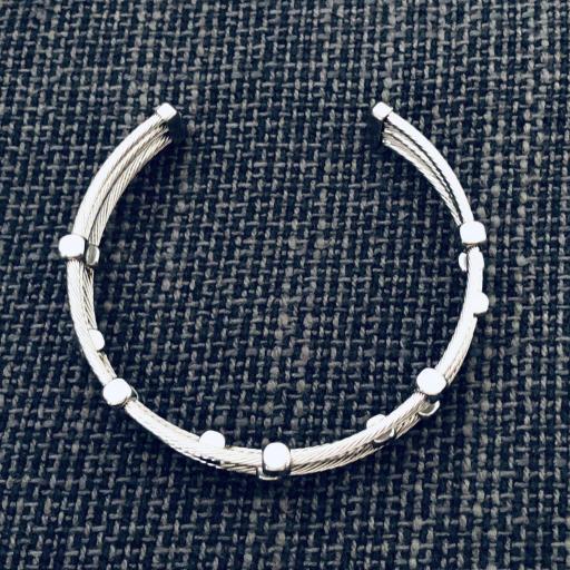 Pulsera abierta de acero con tres hilos en color plata [1]