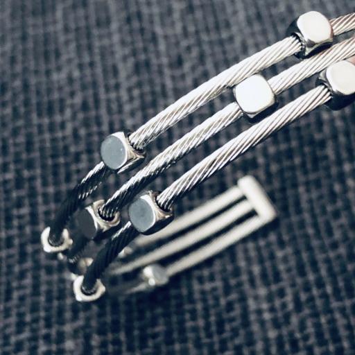 Pulsera abierta de acero con tres hilos en color plata [2]