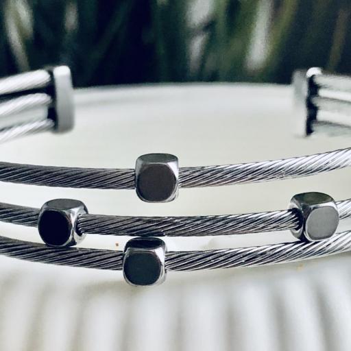 Pulsera abierta de acero con tres hilos en color plata [3]
