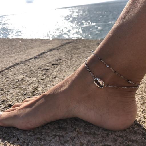 Conjunto de pulseras tobilleras plateadas con cadena y caurí [3]
