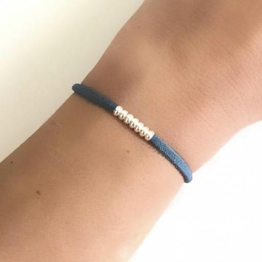 Pulsera elástica de seda color azul y bolitas de plata  [1]