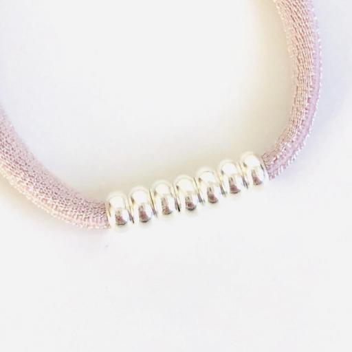Pulsera elástica de seda color rosa  con bolitas de plata  [2]