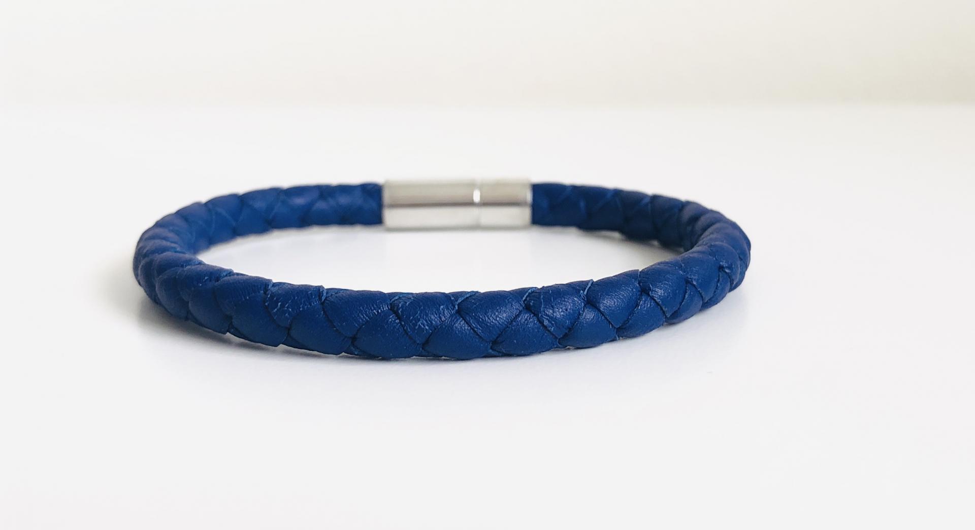 Pulsera de piel escamada azul marino