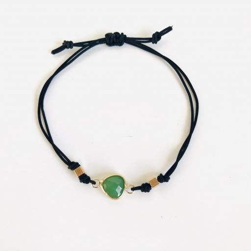 """Pulsera  colección """"Kriss"""" de hilo negro con cristal verde"""