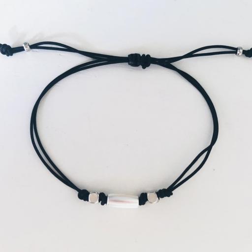 Pulsera de hilo negro con tubo plateado mate [1]