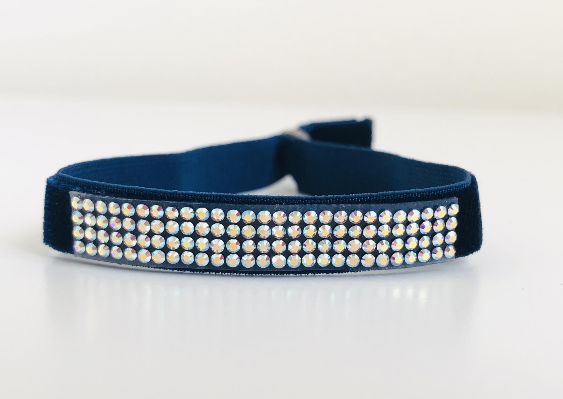 Pulsera elástica azul con cuatro filas de cristales Swarovski azulados