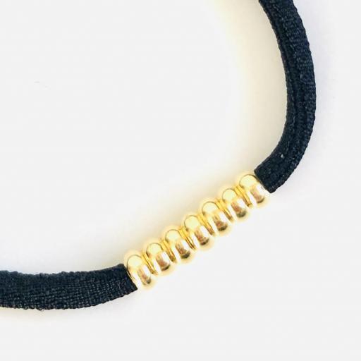 Pulsera elástica de seda color negro y bolitas de plata con baño de oro amarillo [2]