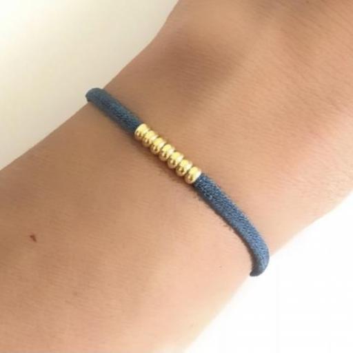 Pulsera elástica de seda color azul y bolitas de plata con baño de oro amarillo [1]