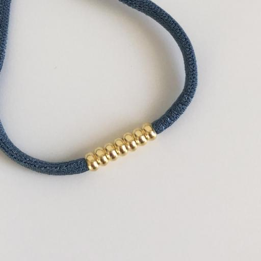 Pulsera elástica de seda color azul y bolitas de plata con baño de oro amarillo [2]