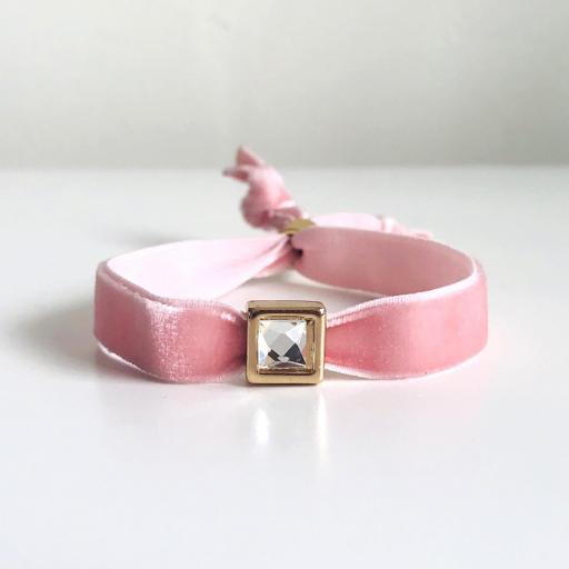 Pulsera terciopelo elástico rosa con cristal cuadrado