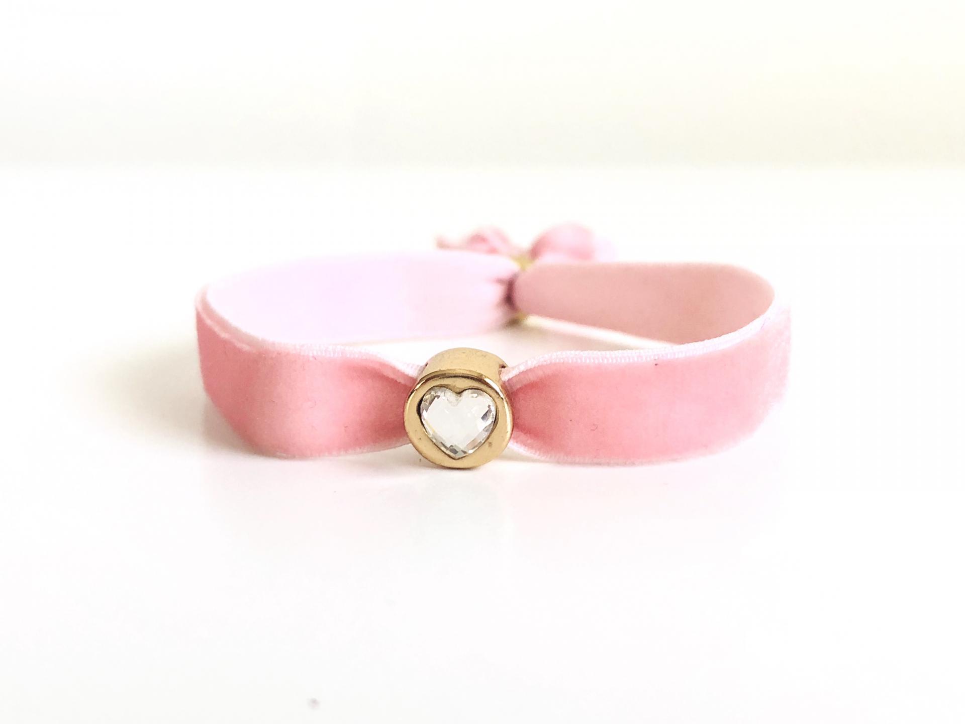 Pulsera terciopelo elástico rosa con cristal en forma de corazón