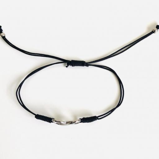 Pulsera de hilo negro con infinito plateado [2]