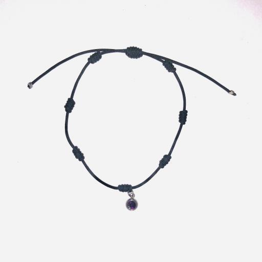 Pulsera  negra de siete nudos con cristal morado y plateado