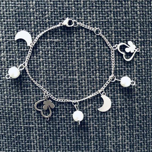 Pulsera de acero con cristales perlados, corazones y lunas