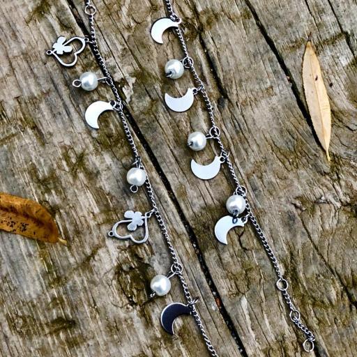 Pulsera de acero con cristales perlados, corazones y lunas [3]