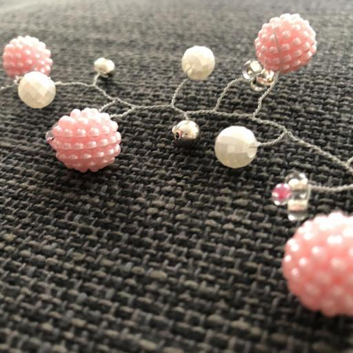 Tocado en rama con perlas ,moras rosadas perladas y bolas plateadas [2]