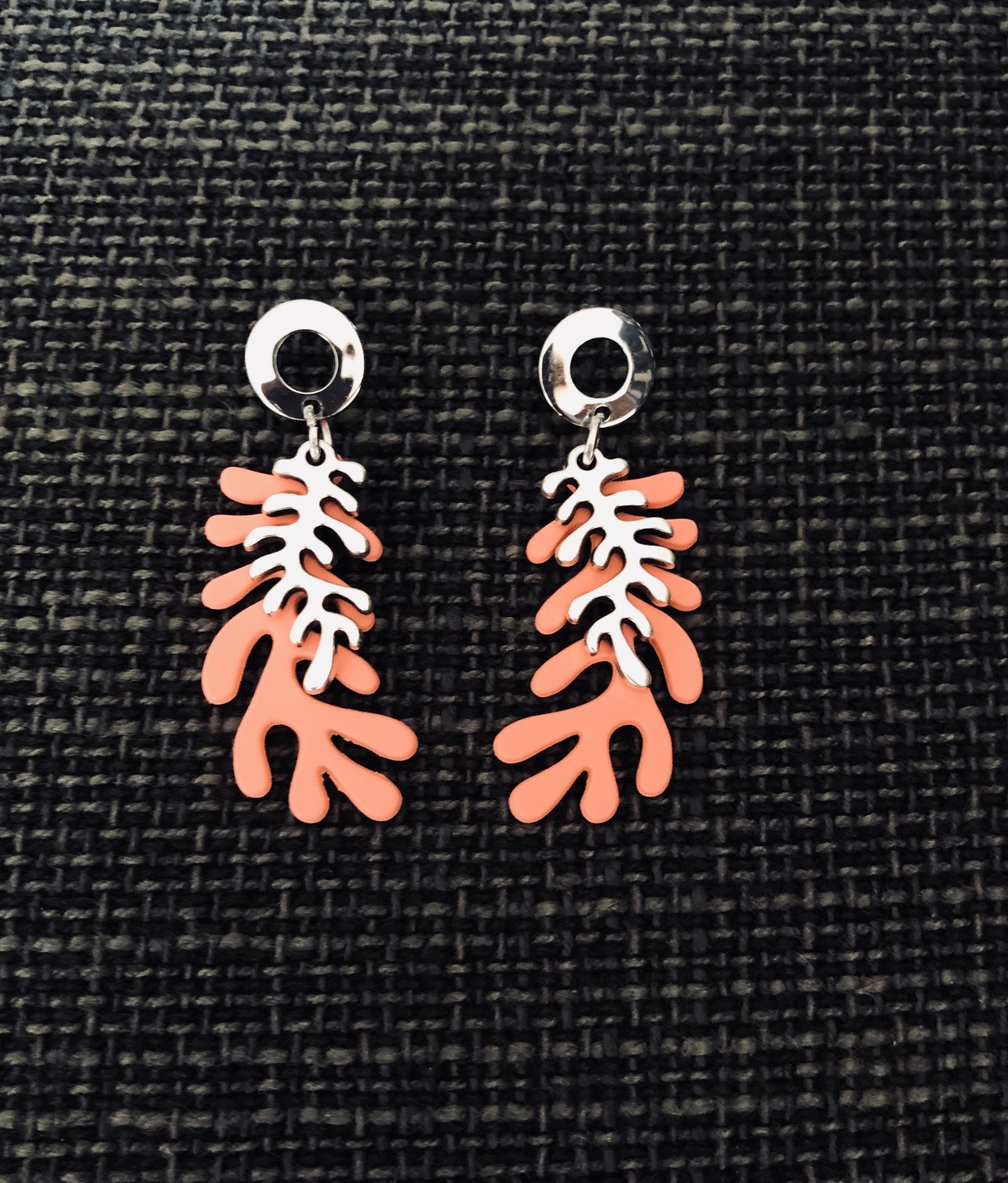Pendientes con forma de coral en  color salmón y plateado