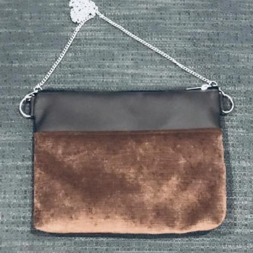 Bolso artesanal antimanchas color marrón chocolate