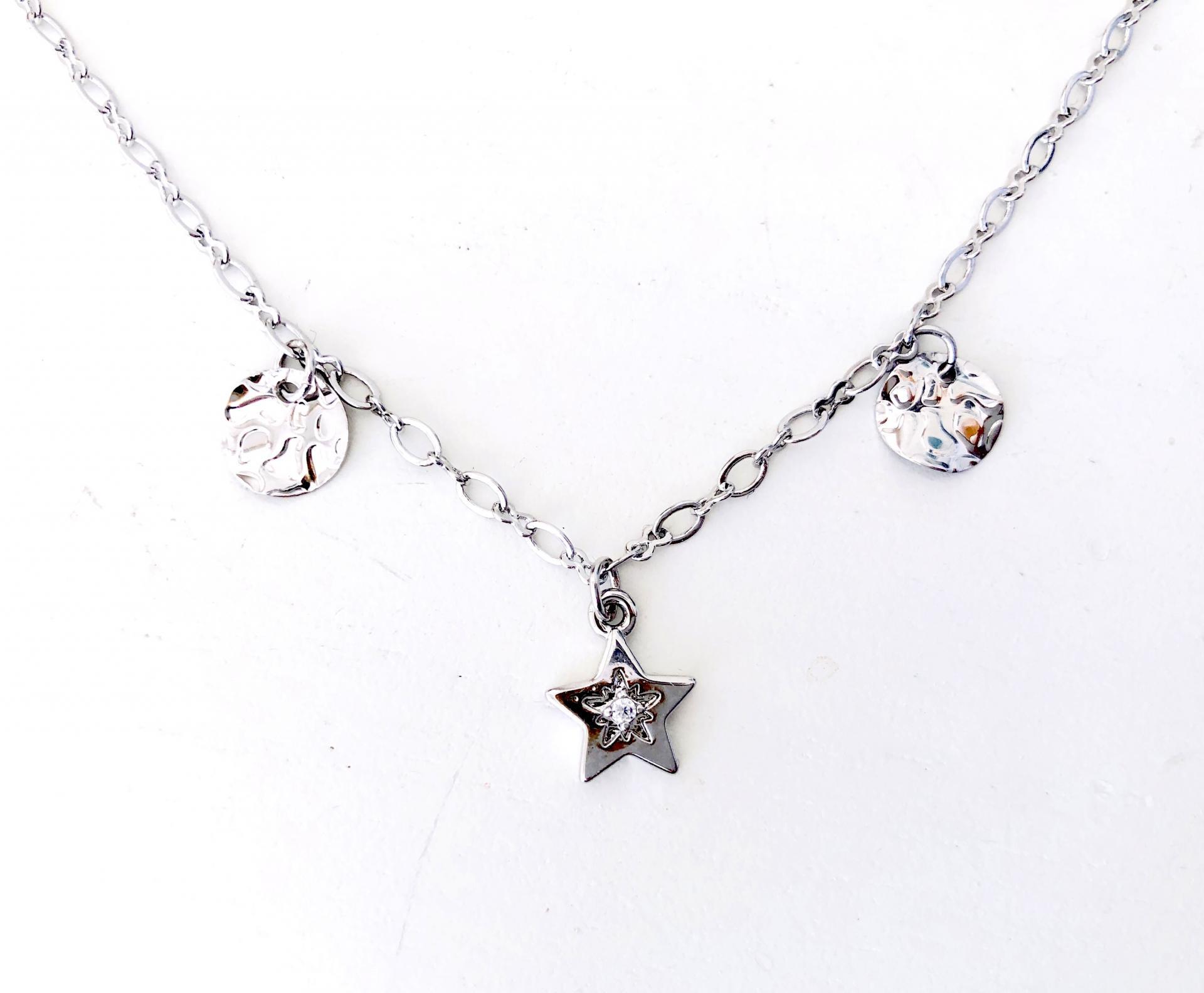 Collar gargantilla  plateado con estrella y círculos irregulares