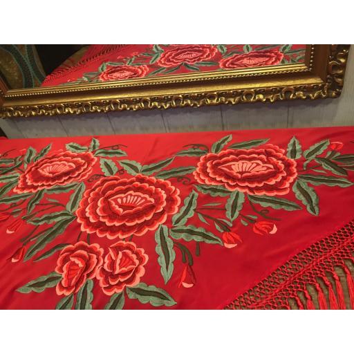 Mantón bordado fondo rojo [0]