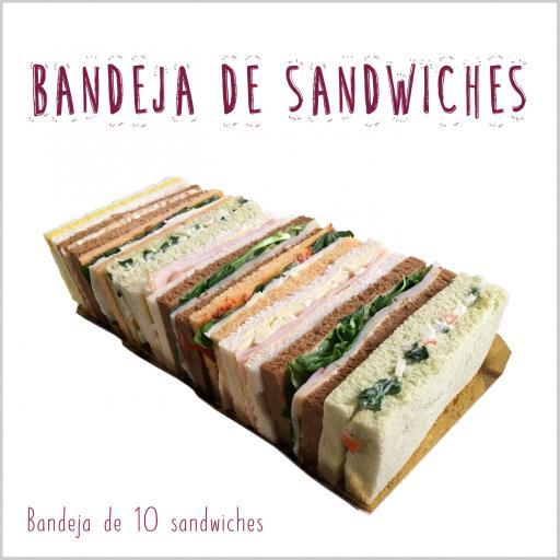 Bandeja de sandwiches