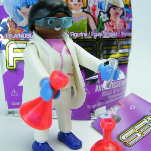 PLAYMOBIL SERIE 15 CHICAS CIENTIFICA QUIMICA
